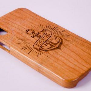Khắc ốp lưng điện thoại gỗ ấn tượng